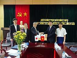 Director General, Professor Pham Quang Hung (the second from the right)