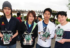 KMITL-UECサマートレーニングプログラム 4人の学生