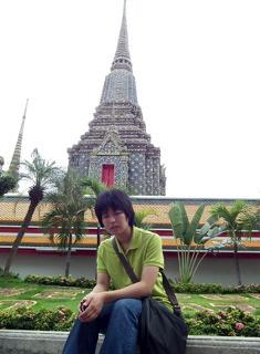 バンコクのWat Phra Chetuphonにて。休日に同じ部署の人と観光しました。