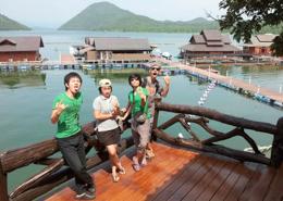 休日は仲良くなったNECTECのスタッフさんが様々な観光地へ連れて行ってくれました。写真は湖岸のコテージです。